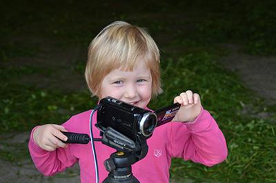 子どもが動画撮影